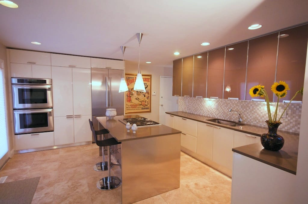 Glass & Lacquer Contemporary Kitchen