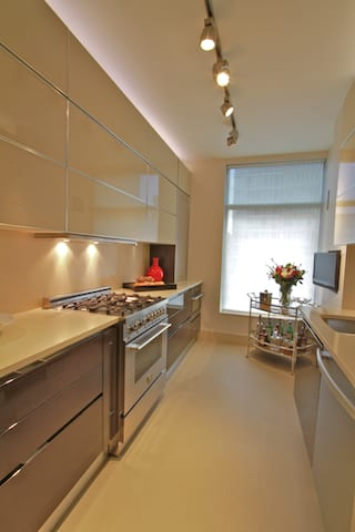 A City Apartment Contemporary Kitchen